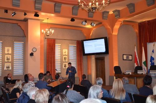 Une vingtaine de résidents ont assisté à la séance de consultation publique du mardi 3 septembre à l'hôtel de ville de Sorel-Tracy  Photo Katy Desrosiers | Les 2 Rives ©