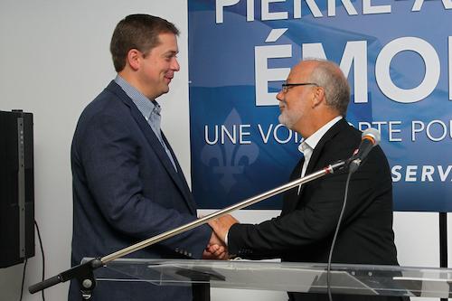 Le chef du Parti conservateur du Canada, Andrew Scheer, avec le candidat dans Bécancour-Nicolet-Saurel, Pierre-André Émond.  Photo Pascal Cournoyer | Les 2 Rives ©