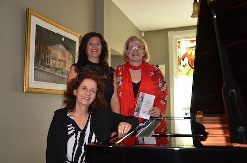 La pianiste Lorraine Desmarais accompagnée de, de la Maison de la musique, la présidente Chantal Cimon et la directrice générale Rachel Doyon.  Photo Katy Desrosiers | Les 2 Rives ©