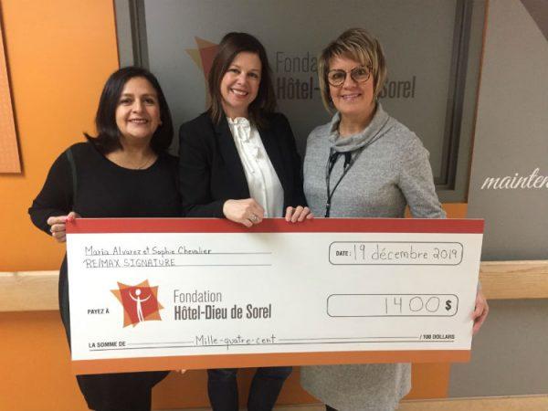 Deux courtières de RE/MAX remettent 1400 $ à la Fondation Hôtel-Dieu de Sorel