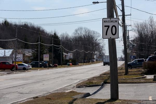 Le conseil municipal souhaite que la limite soit abaissée de 70 km/h à 50 km/h sur le boulevard Fiset jusqu'aux limites de Saint-Robert.  Photo Pascal Cournoyer | Les 2 Rives ©