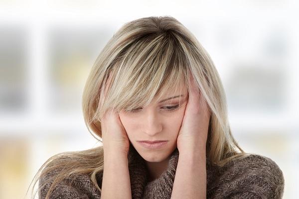 Les personnes vivant avec des problèmes d'anxiété ou d'angoisse peuvent téléphoner à des organismes de la région. Photo depositphotos.com