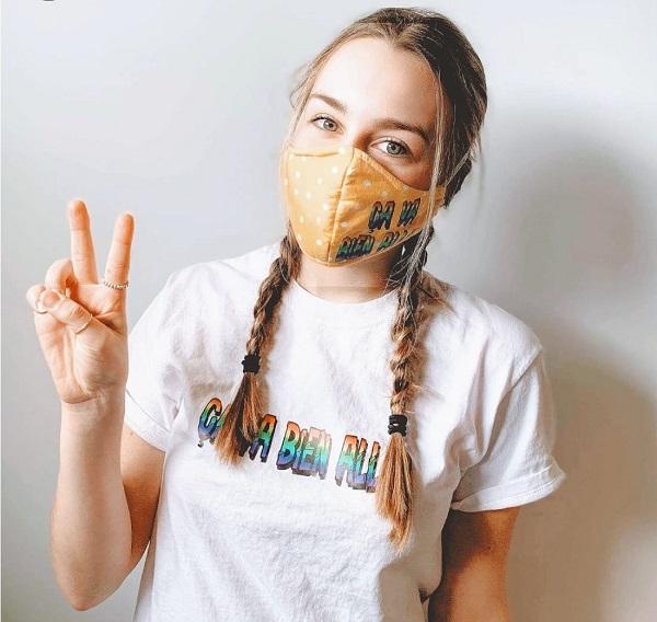 Les t-shirts et les masques ont été développés rapidement pour répondre à la demande chez Underbase. Photo gracieuseté