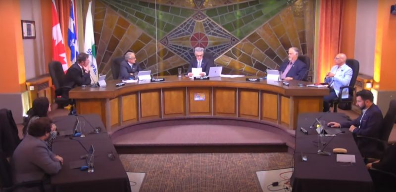 Le conseil municipal du mois de juin s'est tenu à huis clos et en mode distanciation. Photo YouTube – Ville de Sorel-Tracy