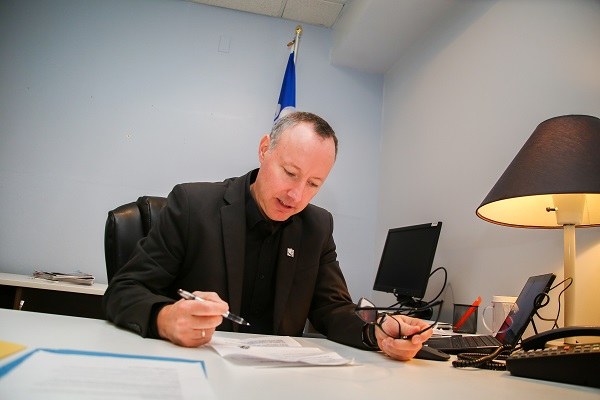 Jean-Bernard Émond a multiplié les approches auprès des ministères concernés pour faire avancer les dossiers de son comté.  Photo gracieuseté