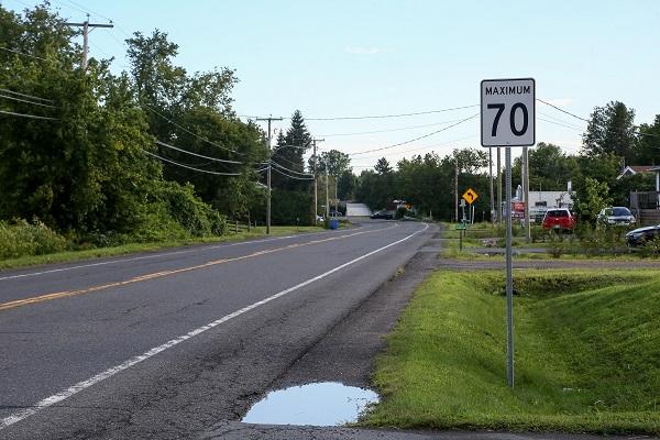La Ville de Sorel-Tracy souhaite abaisser la vitesse de 70 km/h à 50 km/h sur le chemin des Patriotes, jusqu'aux limites de Sainte-Victoire-de-Sorel. Photo Pascal Cournoyer | Les 2 Rives ©