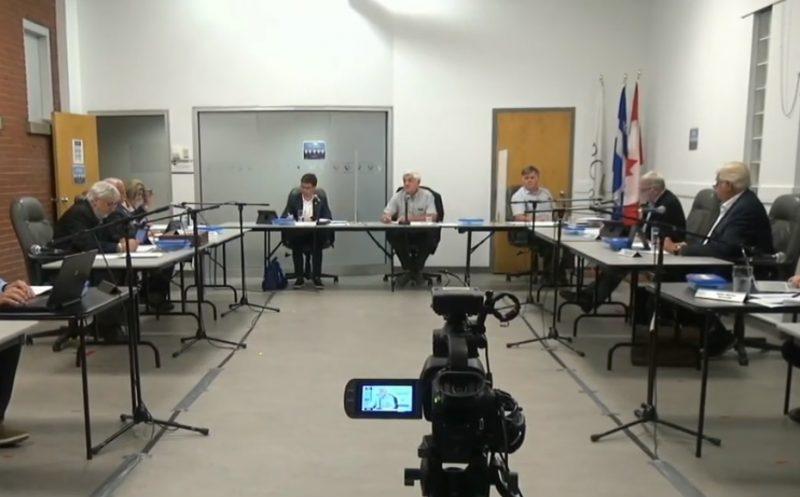 Pour la première fois depuis le début de la pandémie, les maires étaient  présents à la MRC. En raison de l'espace nécessaire à la distanciation, la séance s'est toutefois tenue à huis clos.  Photo capture d'écran