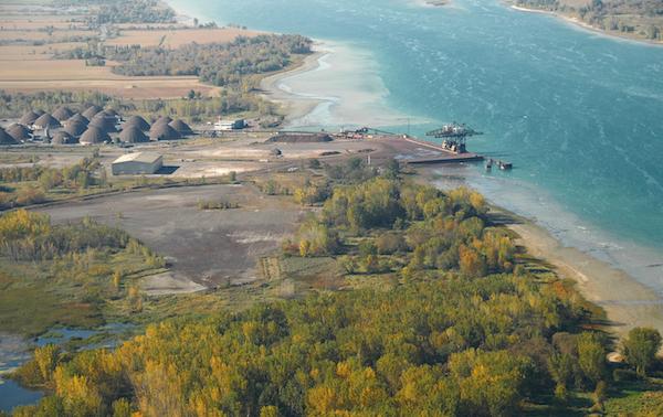 Le Port de Montréal entrepose le nitrate d'ammonium à Contrecœur puisque c'est un site isolé en zone agricole.  Photo gracieuseté