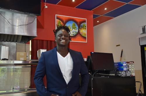 Garry John Adolphe a enfin réalisé son rêve d'ouvrir son propre restaurant haïtien.  Photo Katy Desrosiers |Les 2 Rives ©