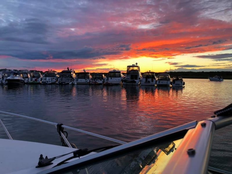 La Sûreté du Québec estime que 350 embarcations étaient réunies dans la baie de l'île de Grâce, le 5 septembre dernier. Photo tirée de Facebook
