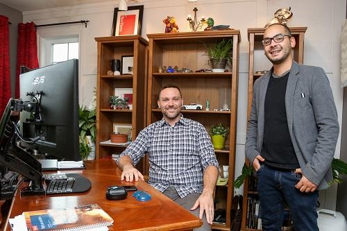 Philippe Perreault et Shawn-Edward Cournoyer ont aidé une vingtaine d'entreprises grâce à la formation mise sur pied grâce au PACME. Photo Pascal Cournoyer | Les 2 Rives ©