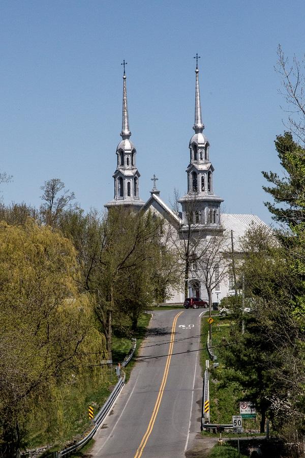 Les églises de Saint-David (à gauche) et de Yamaska (à droite) pourraient fermer cet hiver. Photothèque | Les 2 Rives ©